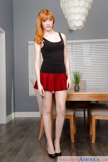 Рыжеволосая женщина с массивной пиздой